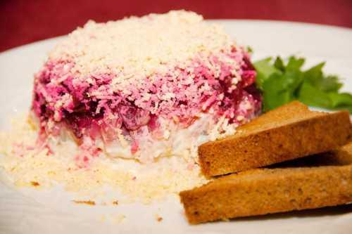Рецепт приготовления селедки из толстолобика отлично дополнит вашу коллекцию рецептов
