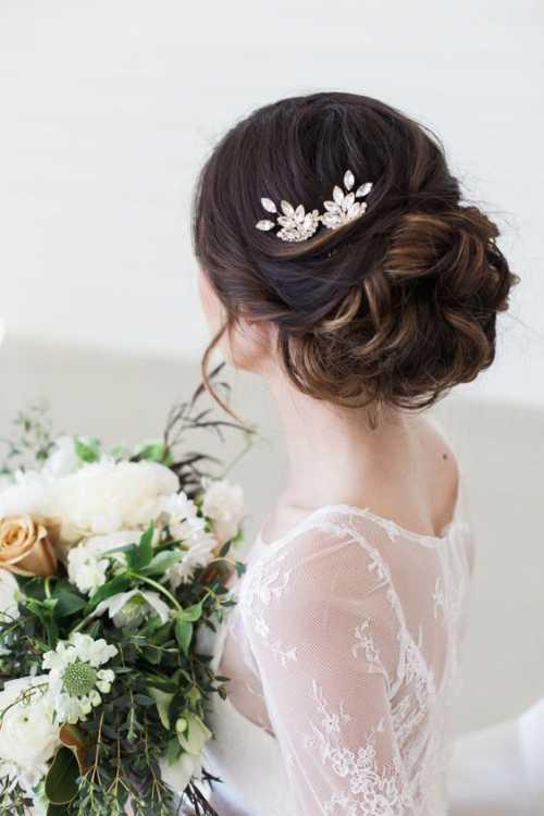 В этом сезоне косы один из самых горячих трендов, это не только оригинальный повседневный вариант, но и изысканная вечерняя или свадебная причёска