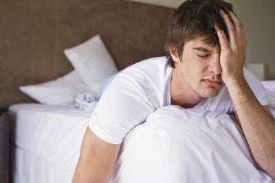Болит правое яичко: симптомы, причины, это
